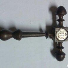 Antigüedades: CURIOSA CRUZ DE SOBREMESA. Lote 92136458