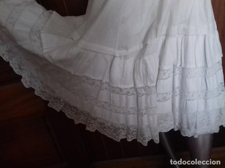 Antigüedades: ANTIGUA ENAGUA CON DOBLE VOLANTE CON ENCAJE VALENCIÉ. - Foto 7 - 92150220