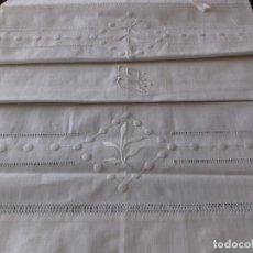 Antigüedades: ANTIGUA FUNDA DE ALMOHADA BORDADA A MANO CON INICIALES Y VAINICA. SIN ESTRENAR.. Lote 111192035