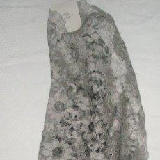 Antigüedades: MANTILLA ORIGINAL ANTIGUA ESPAÑOLA DISEÑO RECTANGULAR NUEVA Y CON ETIQUETA. Lote 92316875