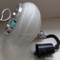 Antigüedades: BONITA LAMPARA DE TECHO VINTAGE DE METAL Y GRUESO CRISTAL DE DISEÑO RED, POP, METALARTE, SPACE AGE. Lote 92322025