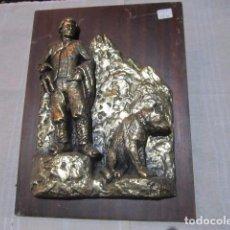 Antigüedades: PASTOR CON PERRO. RELIEVE EN RESINA SOBRE MADERA. 24 X 32 CMS.. Lote 92345140