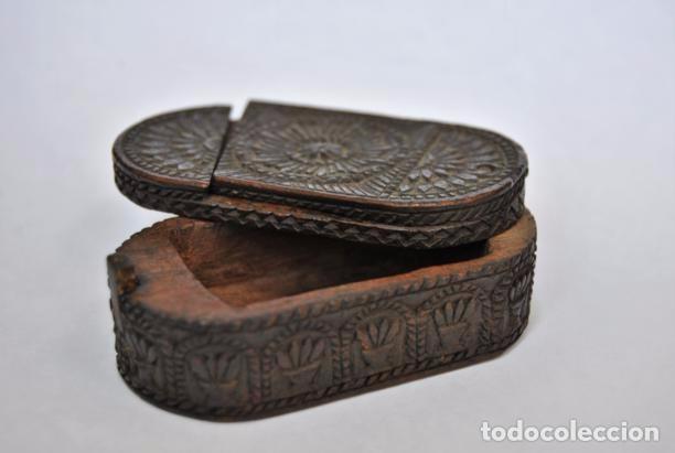 Antigüedades: ARTE PASTORIL- ANTIGUA CAJITA DE RAPE O CERILLAS, TALLADA A NAVAJA. SIGLO XIX - Foto 3 - 92395990