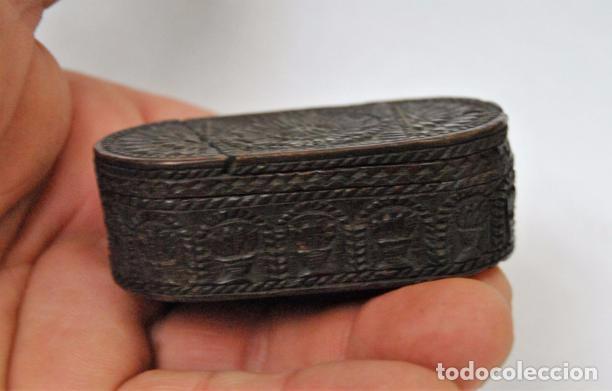 Antigüedades: ARTE PASTORIL- ANTIGUA CAJITA DE RAPE O CERILLAS, TALLADA A NAVAJA. SIGLO XIX - Foto 4 - 92395990