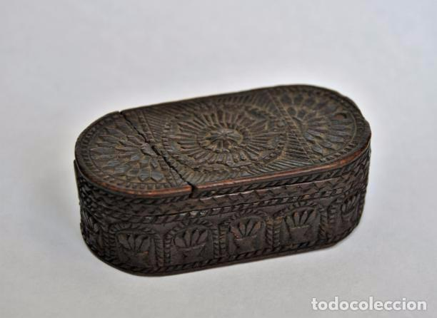 Antigüedades: ARTE PASTORIL- ANTIGUA CAJITA DE RAPE O CERILLAS, TALLADA A NAVAJA. SIGLO XIX - Foto 10 - 92395990