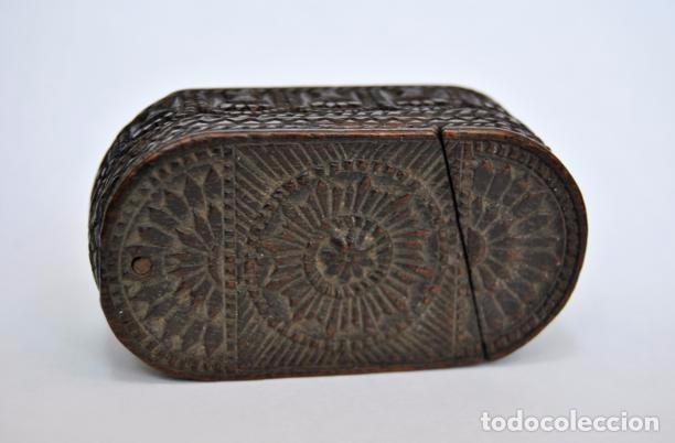 Antigüedades: ARTE PASTORIL- ANTIGUA CAJITA DE RAPE O CERILLAS, TALLADA A NAVAJA. SIGLO XIX - Foto 12 - 92395990