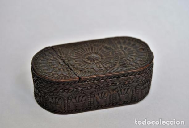 Antigüedades: ARTE PASTORIL- ANTIGUA CAJITA DE RAPE O CERILLAS, TALLADA A NAVAJA. SIGLO XIX - Foto 13 - 92395990
