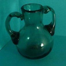 Antiquités: JARRITA VIDRIO SOPLADO COLOR VERDE. SIN MARCA. ALTURA 10 CM. Lote 92410455