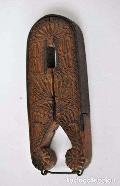 Antigüedades: ARTE PASTORIL- ANTIGUO CASCA PIÑONES TALLADO A NAVAJA. SIGLO XIX - Foto 7 - 92420680