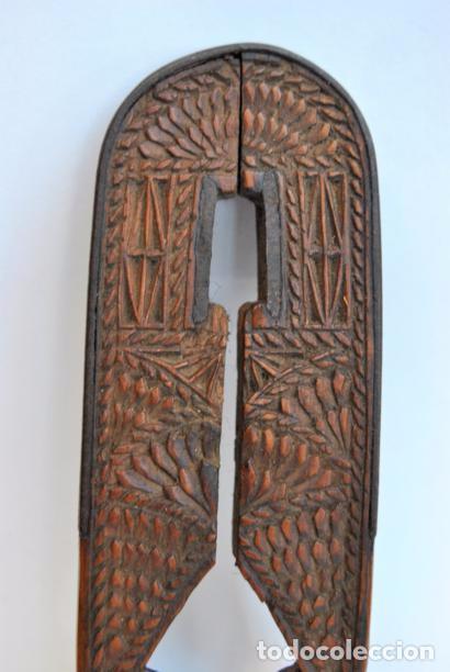 Antigüedades: ARTE PASTORIL- ANTIGUO CASCA PIÑONES TALLADO A NAVAJA. SIGLO XIX - Foto 14 - 92420680