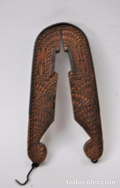 Antigüedades: ARTE PASTORIL- ANTIGUO CASCA PIÑONES TALLADO A NAVAJA. SIGLO XIX - Foto 15 - 92420680