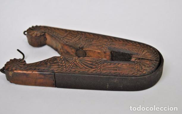 Antigüedades: ARTE PASTORIL- ANTIGUO CASCA PIÑONES TALLADO A NAVAJA. SIGLO XIX - Foto 17 - 92420680