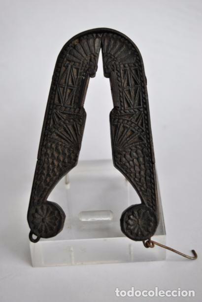 Antigüedades: ARTE PASTORIL- ANTIGUO CASCA PIÑONES TALLADO A NAVAJA. SIGLO XIX - Foto 9 - 92422885
