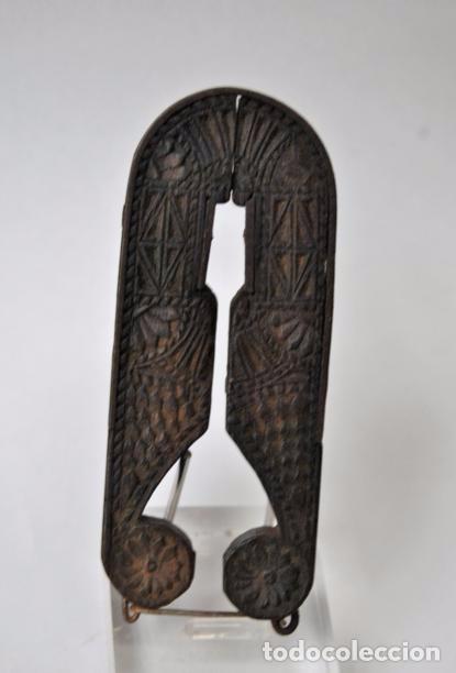 Antigüedades: ARTE PASTORIL- ANTIGUO CASCA PIÑONES TALLADO A NAVAJA. SIGLO XIX - Foto 15 - 92422885