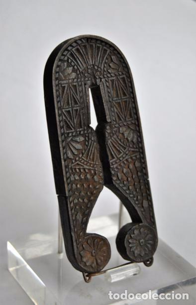 Antigüedades: ARTE PASTORIL- ANTIGUO CASCA PIÑONES TALLADO A NAVAJA. SIGLO XIX - Foto 17 - 92422885