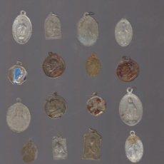 Antigüedades: LOTE DE MEDALLAS ANTIGUAS RELIGIOSAS, VIRGEN- SAGRADO CORAZON - CARMEN - PAPA. Lote 92429010