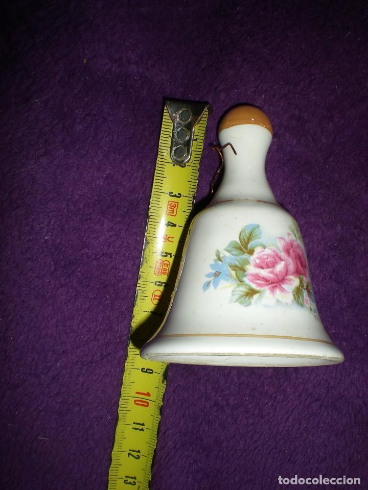 Antigüedades: antigua campana miniatura en barro cocido vidriada dibujos motivos florales - Foto 2 - 92468140