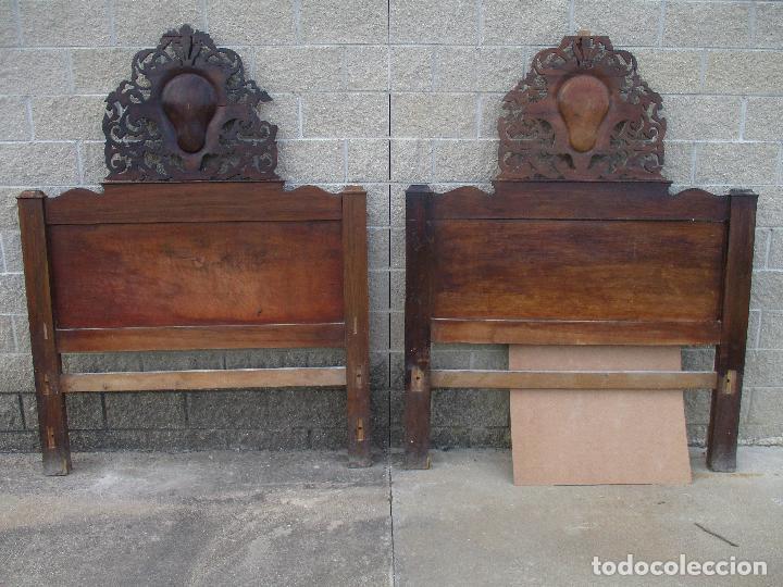 PAREJA DE CABEZALES DE CAMA - ISABELINOS - CABEZAL - MADERA DE NOGAL - BONITAS TARACEAS - S. XIX (Antigüedades - Muebles Antiguos - Camas Antiguas)