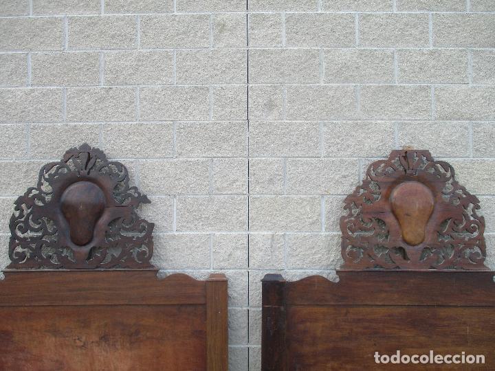 Antigüedades: Pareja de Cabezales de Cama - Isabelinos - Cabezal - Madera de Nogal - Bonitas Taraceas - S. XIX - Foto 16 - 136660630