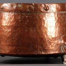 Antiquitäten: CALDERO COBRE E HIERRO CON DOS ASAS Y Y TRES PATAS SELLO ÁVILA SIGLO XVIII. Lote 92674230