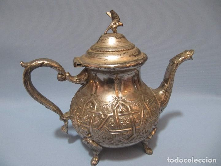 Antigüedades: Antigua bonita decorativa Tetera Arabe Repujada plateada 19cm - Foto 3 - 92796740