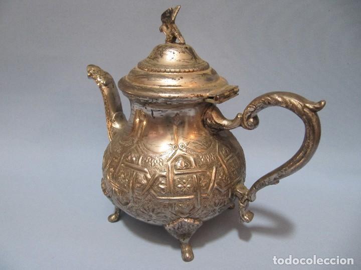 Antigüedades: Antigua bonita decorativa Tetera Arabe Repujada plateada 19cm - Foto 4 - 92796740