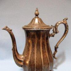 Antigüedades: ANTIGUA BONITA DECORATIVA TETERA CAFETERA PLATEADA 26CM. Lote 92805760