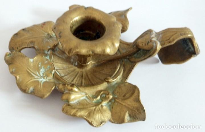 Antigüedades: ANTIGUO CANDELABRO EN BRONCE O LATON - Foto 2 - 92814505