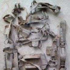 Antigüedades: LOTE DE 13 ANTIGUAS PIEZAS DE APEROS DE CUERO. Lote 92856955