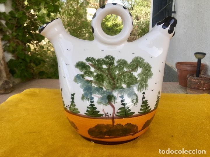 Antigüedades: Botijo loza ceramica valencia manises pintado a mano paisaje barraca forma gallina 1960 - Foto 4 - 92873930