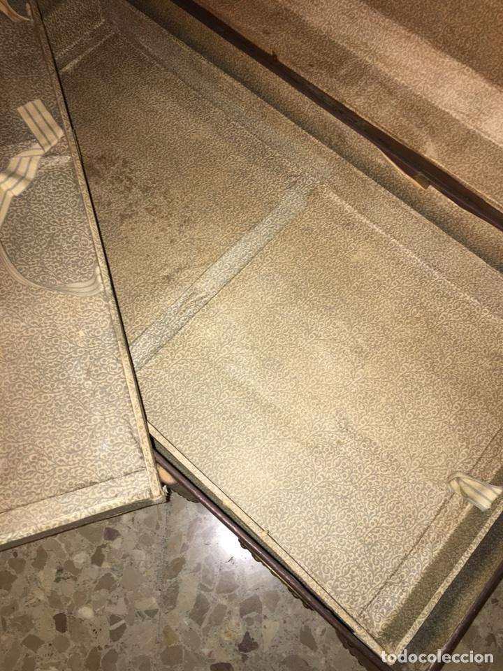 Antigüedades: baúl antiguo arcón de viaje cartone madera y bronce - Foto 11 - 92891747