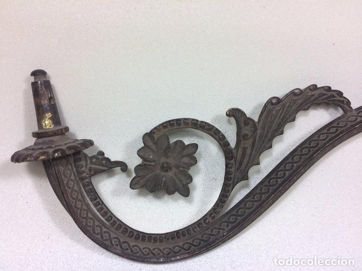 Antigüedades: Antiguo Aplique a Gas Modernista en Bronce Facetado y decorado - Motivos florales - Foto 2 - 92916510