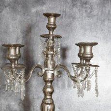 Antigüedades: GRAN LAMPARA PORTAVELAS. 80 CM DE ALTURA. METAL Y CRISTALES. VER IMAGENES!!. Lote 92959385