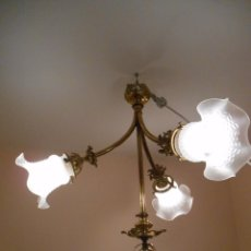 Antigüedades: ANTIGUA Y PRECIOSA LAMPARA DE TECHO EN BRONCE Y CRISTAL -PPOS SIGLO XX -. Lote 93024290