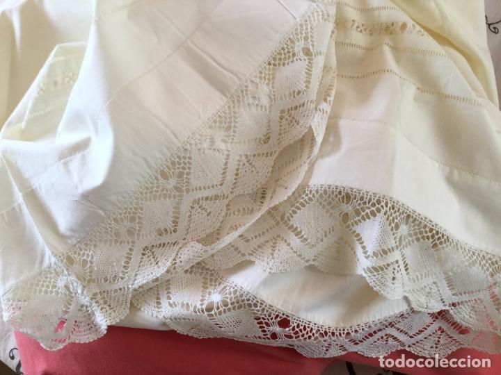 Antigüedades: Funda de almohada. Almohadón. Siglo XIX. Bordados. Único. Fotos - Foto 11 - 93234760