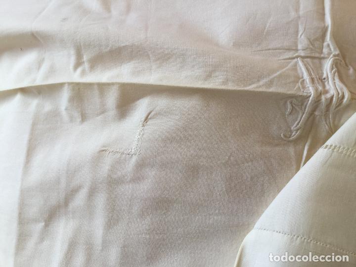 Antigüedades: Funda de almohada. Almohadón. Bordados. Siglo XIX. Único. Iniciales bordadas - Foto 2 - 93235200