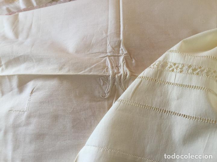Antigüedades: Funda de almohada. Almohadón. Bordados. Siglo XIX. Único. Iniciales bordadas - Foto 3 - 93235200