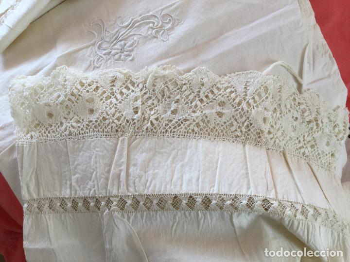 Antigüedades: Funda de almohada. Almohadón. Bordados. Siglo XIX. Único. Iniciales bordadas - Foto 8 - 93235200