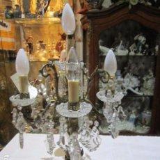 Antigüedades: ANTIGUO CANDELABRO ELECTRIFICADO, EN BRONCE Y CRISTALES. ELECTRIFICADO. 31 CMS. DIÁMETRO X 50 ALTURA. Lote 93239140