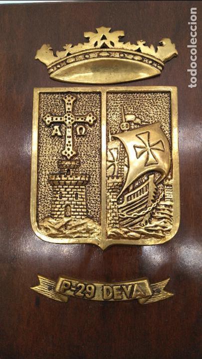 Antigüedades: Antigua metopa militar de gran calidad de bronce y madera P-29 DEVA. - Foto 3 - 93239760