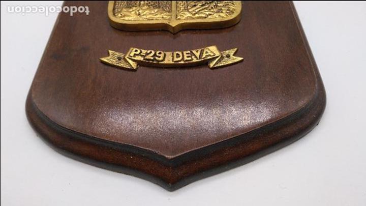 Antigüedades: Antigua metopa militar de gran calidad de bronce y madera P-29 DEVA. - Foto 4 - 93239760