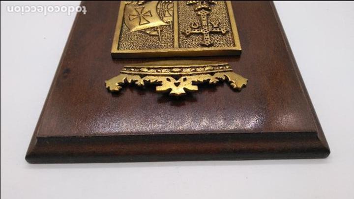 Antigüedades: Antigua metopa militar de gran calidad de bronce y madera P-29 DEVA. - Foto 5 - 93239760