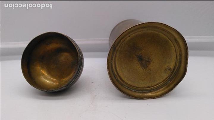 Antigüedades: Antiguo envase cilindrico de bronce cincelado son busto de caballo en la tapa. - Foto 5 - 93243740