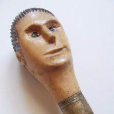 Antigüedades: ANTIGUO Y RARO BASTON CON POMO CABEZA DE HOMBRE, TALLA ARTESANAL. Lote 93264370