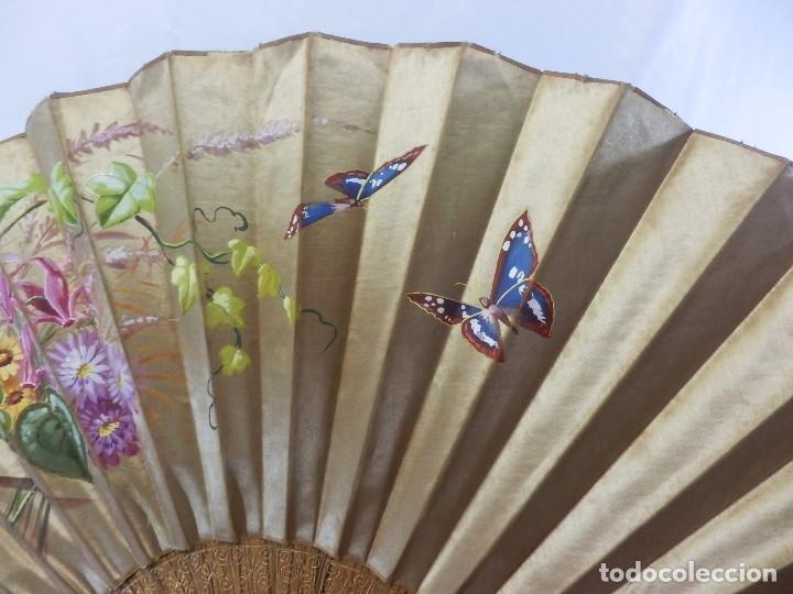 Antigüedades: Abanico pericón isabelino, seda y madera de frutal, pintado a mano, botón de nácar - Foto 3 - 93267730