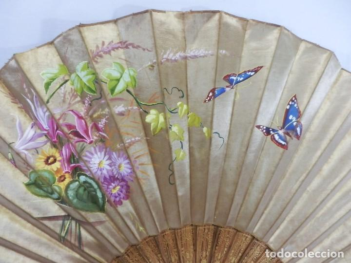 Antigüedades: Abanico pericón isabelino, seda y madera de frutal, pintado a mano, botón de nácar - Foto 4 - 93267730