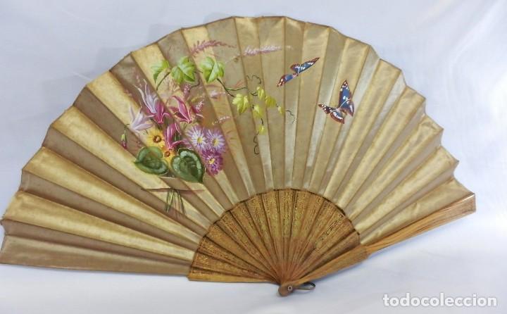 Antigüedades: Abanico pericón isabelino, seda y madera de frutal, pintado a mano, botón de nácar - Foto 5 - 93267730