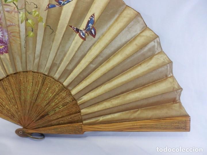 Antigüedades: Abanico pericón isabelino, seda y madera de frutal, pintado a mano, botón de nácar - Foto 6 - 93267730