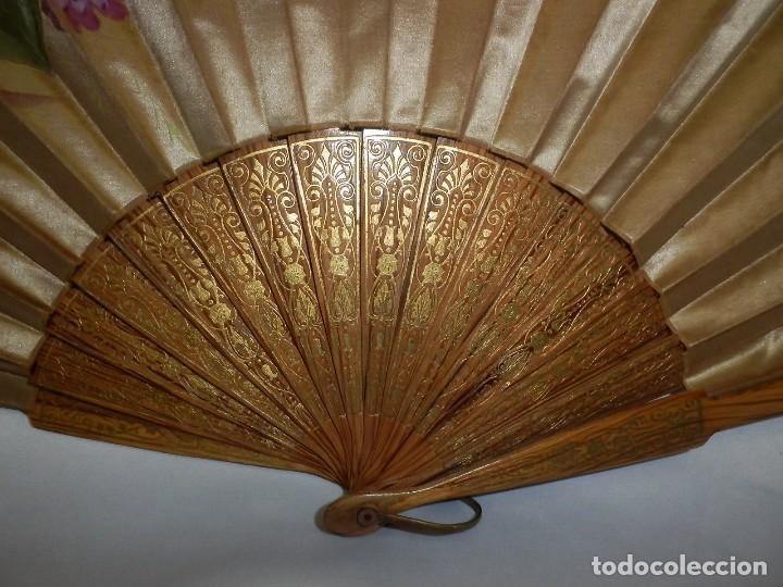 Antigüedades: Abanico pericón isabelino, seda y madera de frutal, pintado a mano, botón de nácar - Foto 7 - 93267730