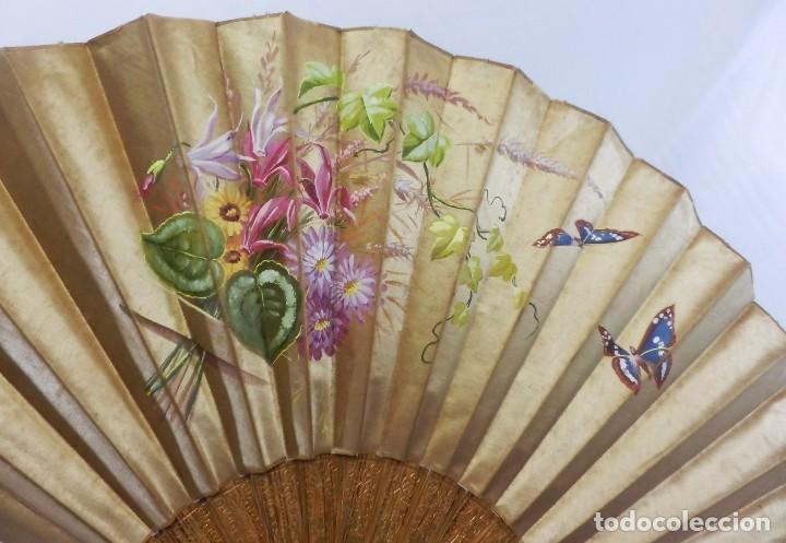 Antigüedades: Abanico pericón isabelino, seda y madera de frutal, pintado a mano, botón de nácar - Foto 9 - 93267730